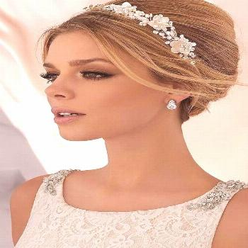 Are you looking for bridal makeup inspiration or thinking of braving it and doing your makeup yours